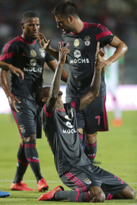 "Benfica's Anderson Conceicao ""Talisca"" (ground) celebrate with his team mates after score the second goal against Vitoria de Setubal during their Portuguese First League soccer match held at Bonfim stadium in Setubal, Portugal, 12 September 2014. MIGUEL A. LOPES/LUSA"